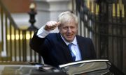 Великобритания: COVID светофарът отпада, остава само червеният списък
