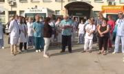 Болницата в Червен бряг на протест в защита на директора си