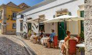 Животът в Португалия се завръща постарому