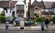 Натиск над британското правителство срещу отваряне на училища