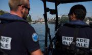 Мъж атакува полицаи с нож във Франция