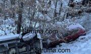 Три коли се хвърлиха в дере заради заледен път в местността Попина лъка