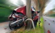 Пиян шофьор се заби в дърво след гонка в Бяла