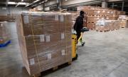 Във Франция пристигнаха 10 милиона защитни маски от Китай