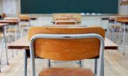 МОН обявява връщането на малките ученици в клас 2 дни предварително