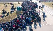 Полша затваря границите си за чужди работници