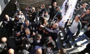 Протестиращи нападнаха министър Денков
