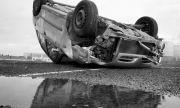 Мъж загина пред очите на жена си, затиснат в колата си