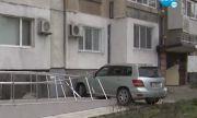 Кола се вряза в жилищен блок в Бургас и повреди рампа за инвалиди (ВИДЕО)