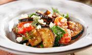 Рецепта за вечеря: Салата с патладжан, домати и специален дресинг