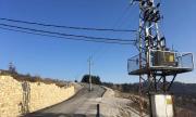 Бетонен стълб насред път в Арбанаси