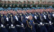 Кого аплодираше чешкият посланик на парада в Москва?