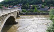 Продължава почистването на мостовете по Янтра