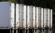 Камион с чушки блокира американска магистрала