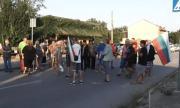 Още едно село скочи на протест срещу избиването на прасетата