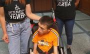 Караянчева не пусна дете с ДЦП в тоалетната на парламента
