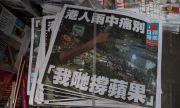 Хиляди си купиха последния брой на демократичен вестник в Хонконг