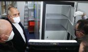 Експертите се отчетоха пред Борисов за ваксините, премиерът инспектира лично хладилниците