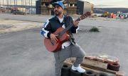 100 кила стана уличен музикант (СНИМКА+ВИДЕО)