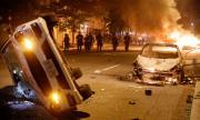 Страхливи престъпни орди раниха български полицай на протестите в САЩ