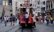 Автобус с български туристи се сблъска с трамвай в Истанбул