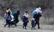 Продължава бежанският натиск на гръцката граница