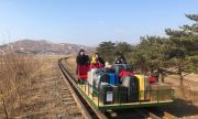 Руски дипломати бутат вагонетка през Северна Корея