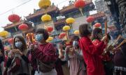 Китай празнува на фона на смъртоносния вирус