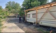 Пожар е унищожил напълно две каравани на къмпинг