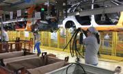 Производители на автомобили подновиха работа в Русия