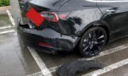 Задната броня на Tesla Model 3 падна в движение (ВИДЕО)