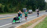 Баща и 10-годишно момиче с тежък синдром покориха Бостънския маратон