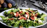 Рецепта за вечеря: Салата със смокини, ядки и синьо сирене