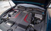 Знаете ли защо двигателите на новите коли са покрити с пластмасови капаци?