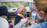 Великобритания ваксинира 50% от хората на възраст над 80 години