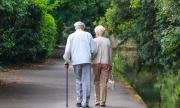 Дядо трогна света с любовта към жена си по време на пандемията (СНИМКА)