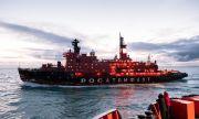 """Атомният ледоразбивач """"Ямал"""" съпроводи танкер, проправяйки канал от 220 морски мили"""