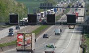 Германски полицаи спират на случаен принцип автомобили и проверяват пътуващите