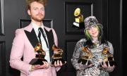 Били Айлиш спечели критиците с новия си албум, брат ѝ следва стъпките ѝ