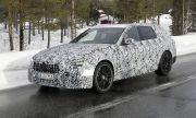 Mercedes тества C63 AMG покрито с тежък камуфлаж