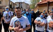 """""""Преторианци – ГЕРБ"""" бранят дома на Борисов в Банкя (ВИДЕО)"""