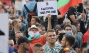 По време на протестите вървят неясни подписки, събиращи лични данни