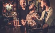 На Острова: Пияни хора не могат да спазват социална дистанция