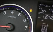 Колко километра може да измине колата, когато светне индикацията за гориво