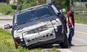 Чисто нов Jeep затъна на сантиметри от асфалта