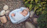 Родители хвърлиха бебето си на боклука, защото... (ВИДЕО)