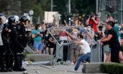 19 ранени по време на протест (СНИМКИ)