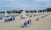 Луда  надпревара за чадъри и шезлонги в Приморско и Поморие