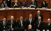 Депутатите в Албания намалиха заплатите си наполовина