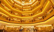 Златни тоалетни и пържоли ви очакват в първия в света позлатен хотел